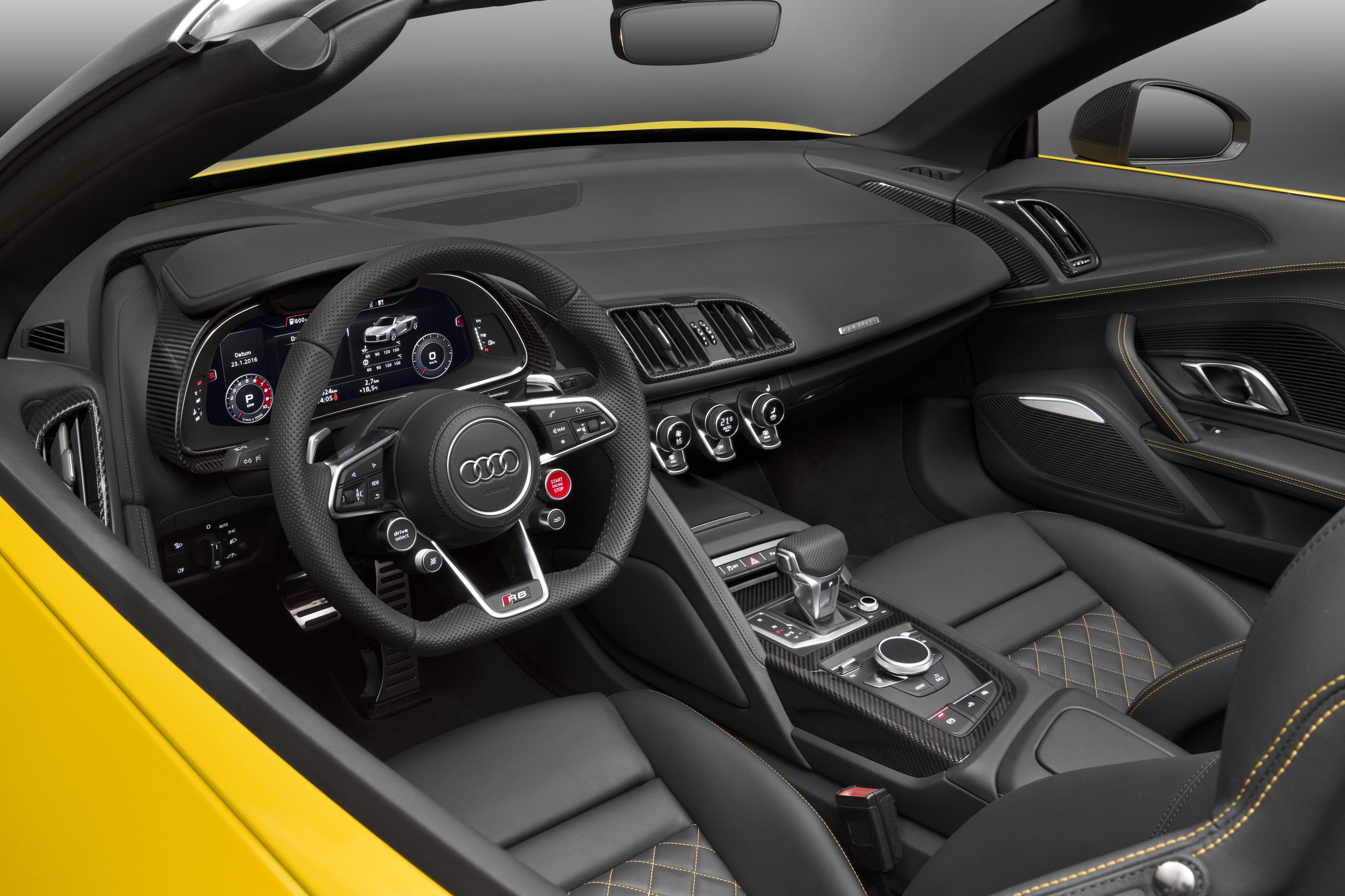 Audi R8 Spyder (4).jpg