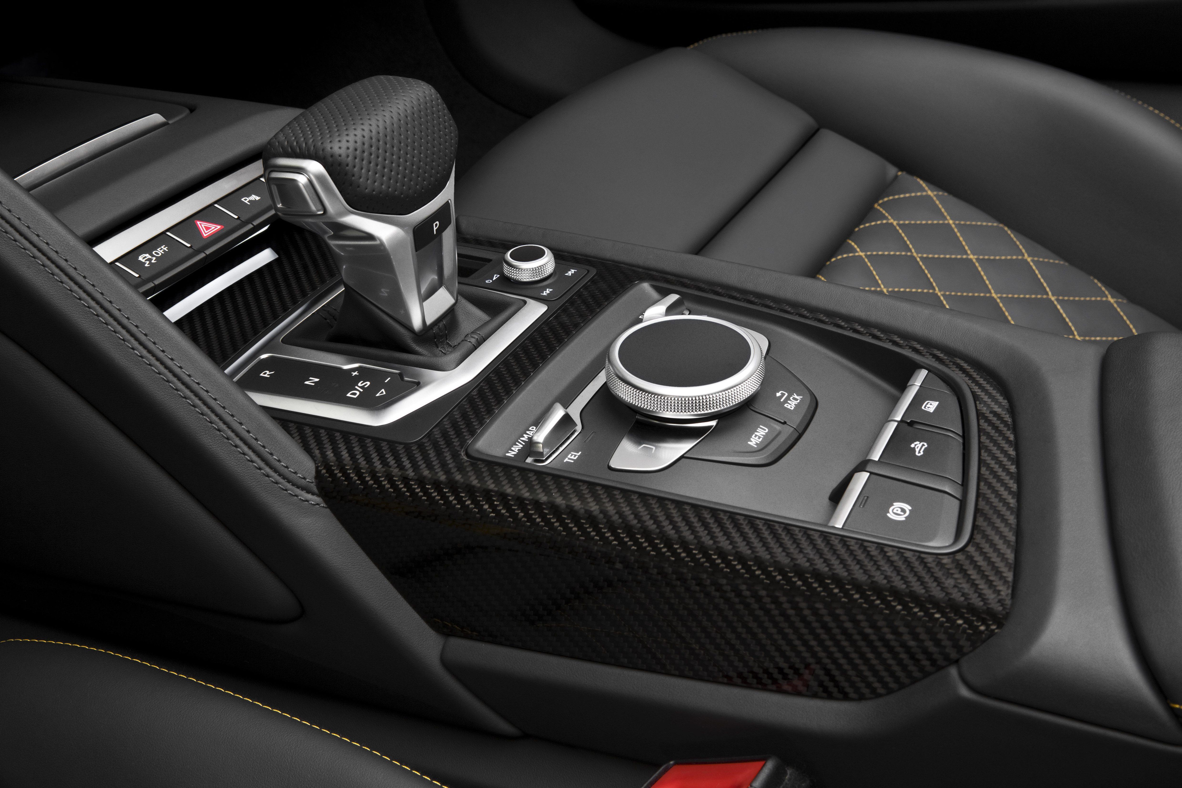 Audi R8 Spyder (1).jpg