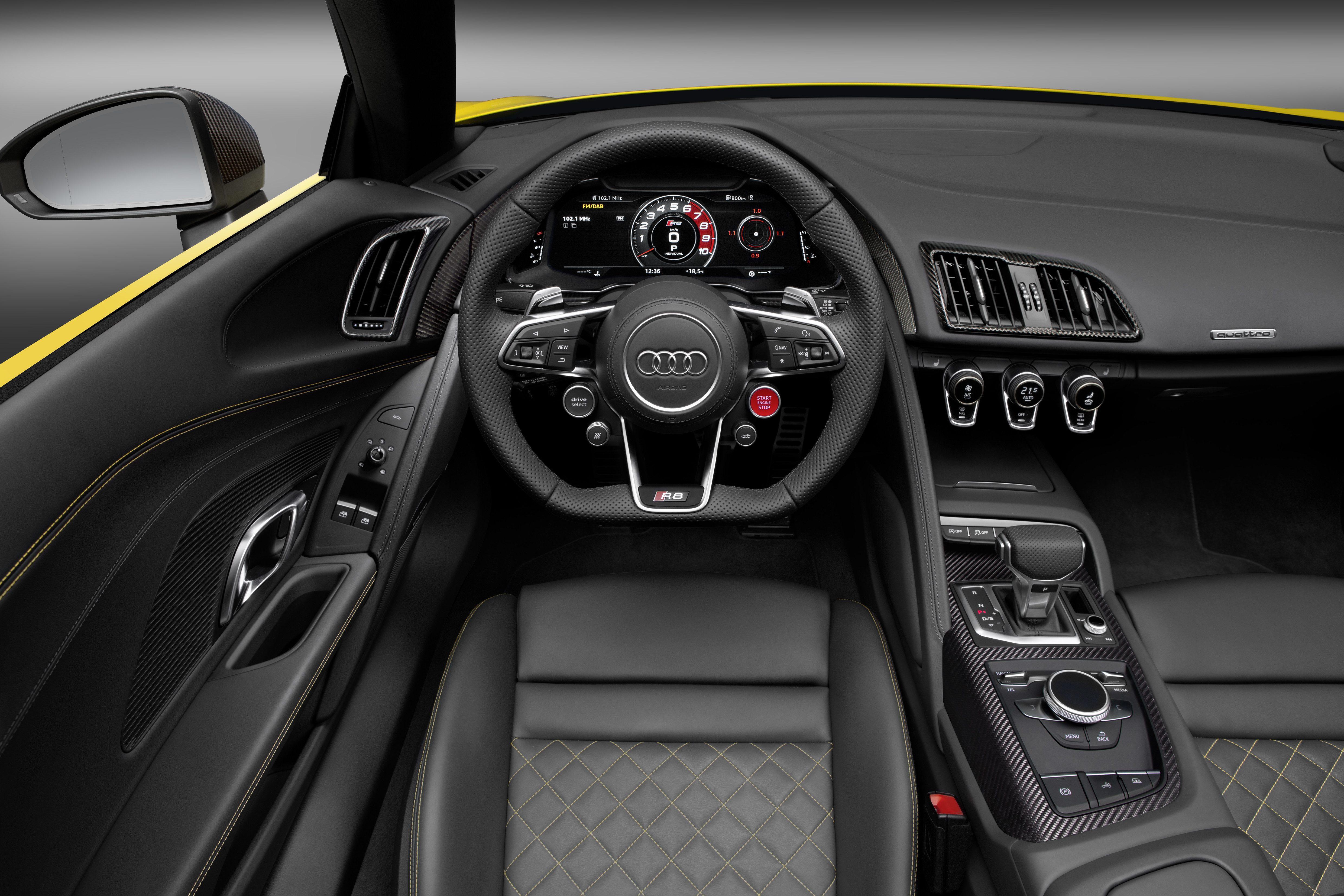 Audi R8 Spyder (3).jpg
