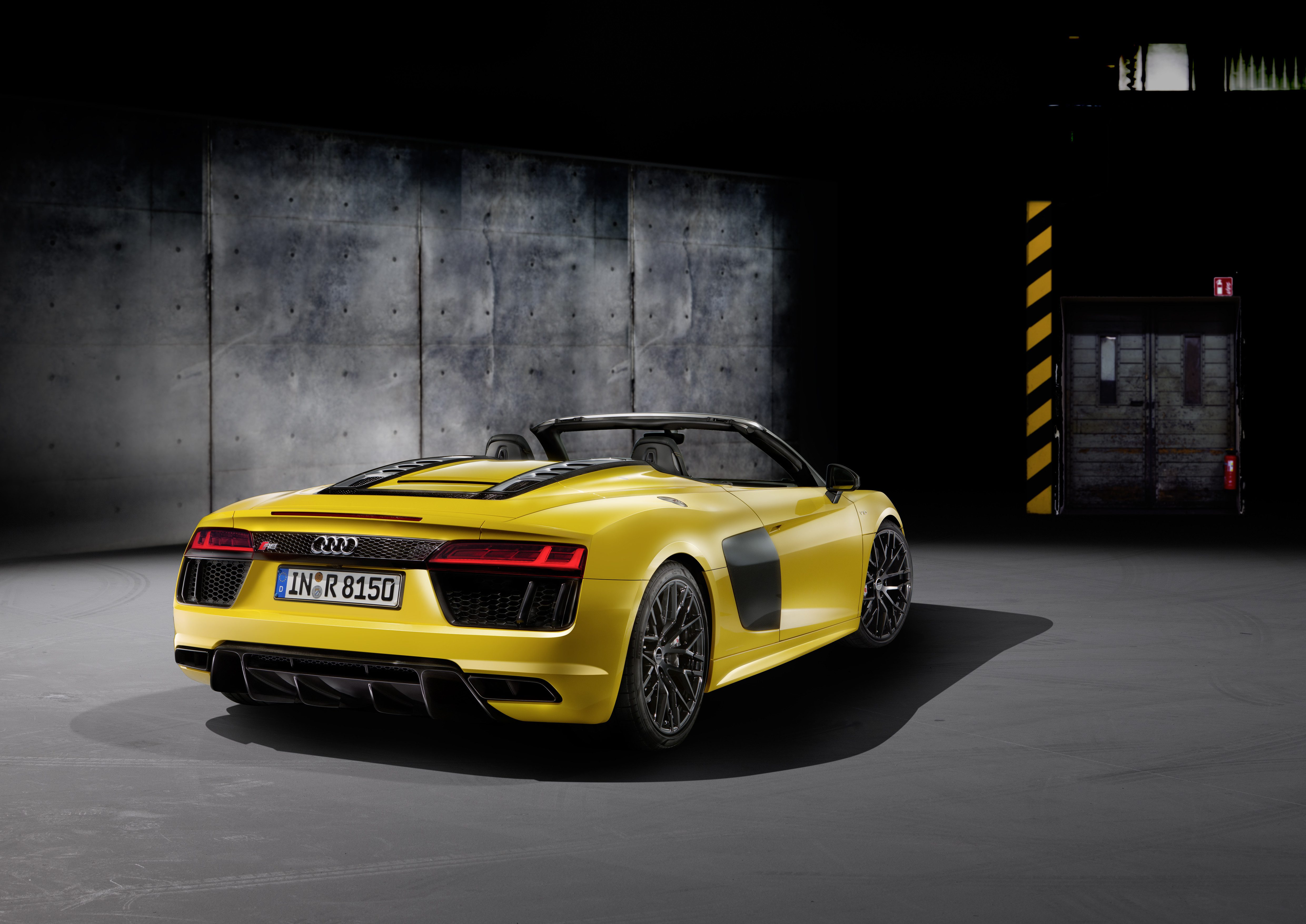 Audi R8 Spyder (5).jpg