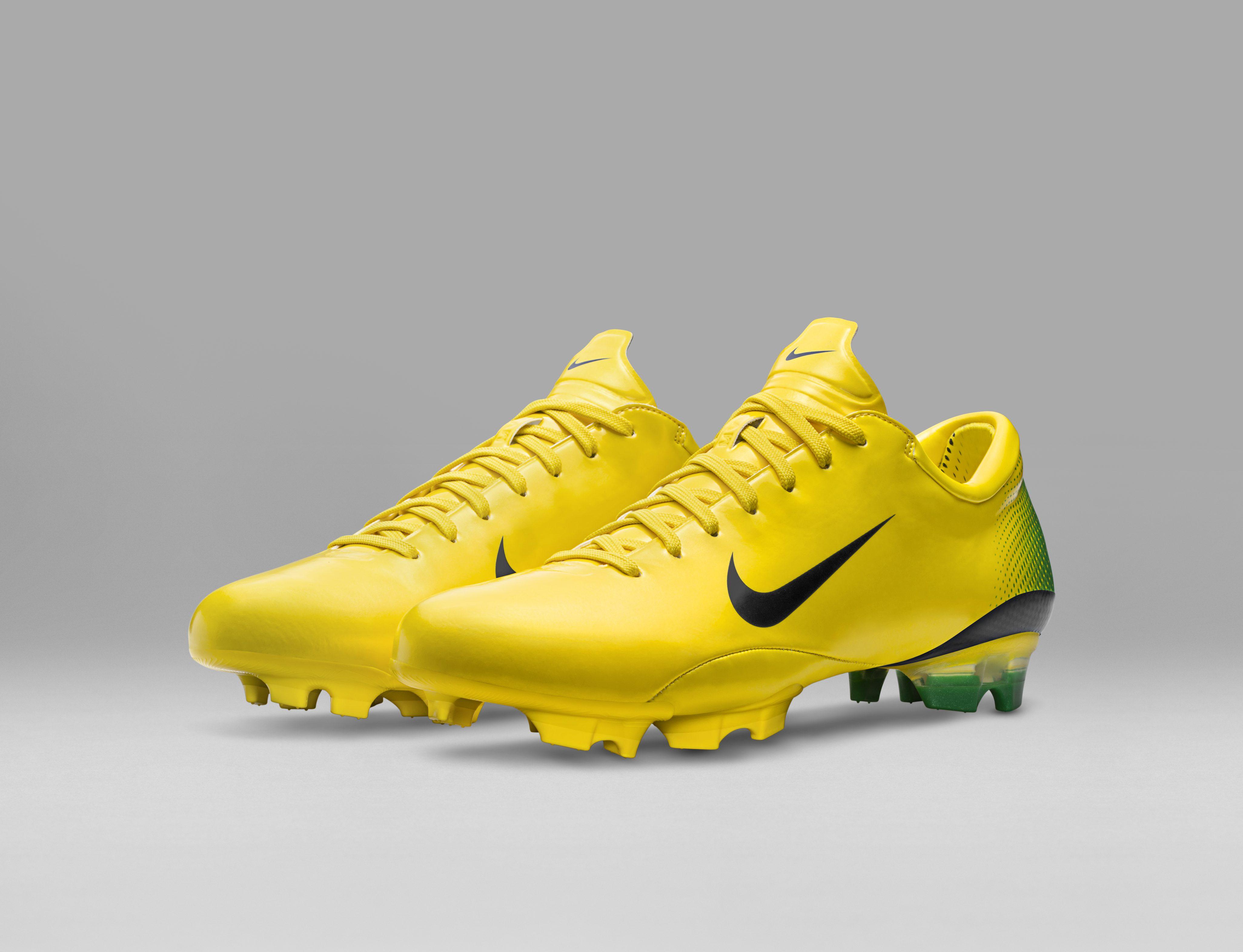 2006_Nike_Mercurial_Vapor_III__55732.jpg