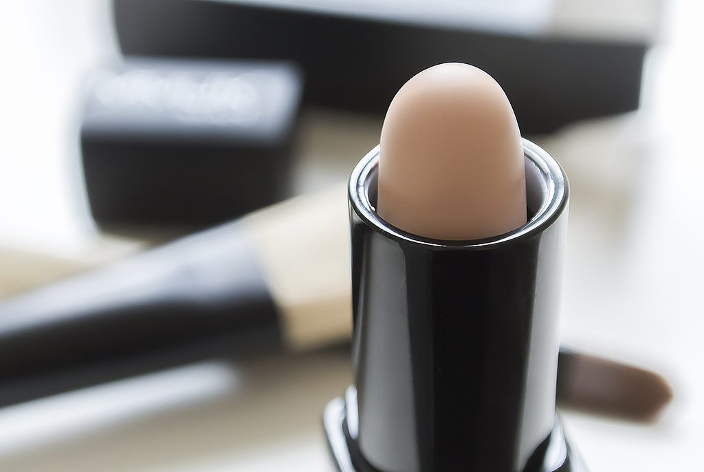 MMUK-MAN-Concealer-Stick-For-Men-Compact-Open.jpg