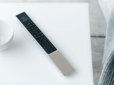 Bang-Olufsen-BeoVision-Avant-TV-High-Quality-UHD-4K-signature_2.jpg