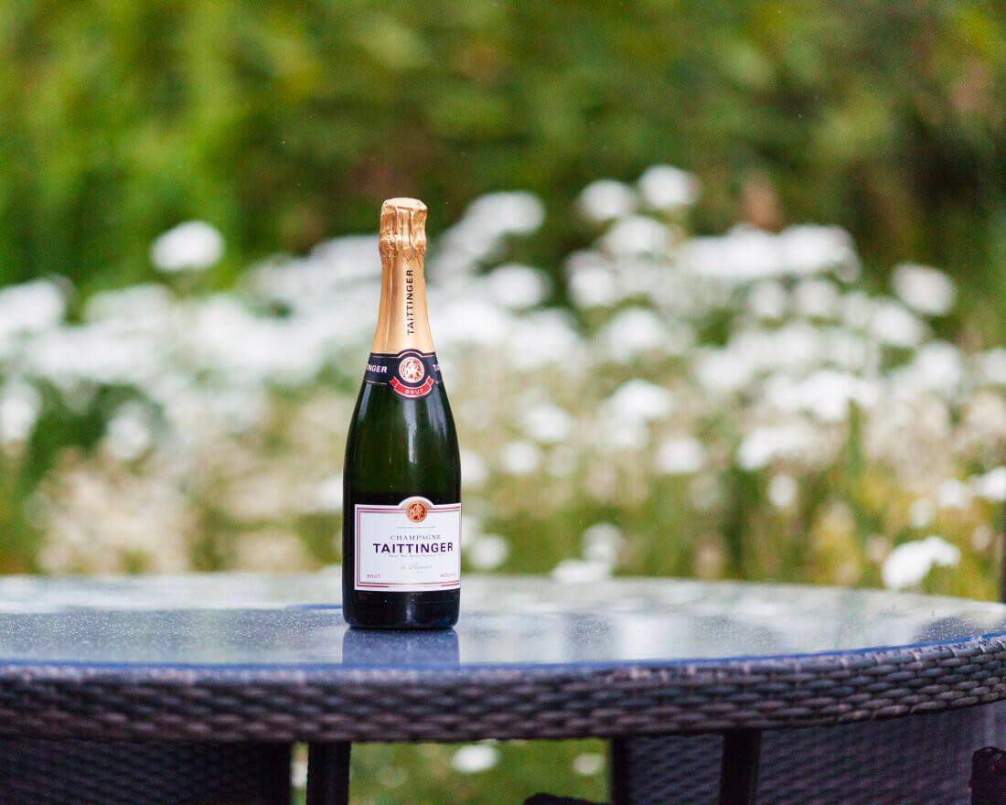 taittinger brut r serve champagne ape to gentleman. Black Bedroom Furniture Sets. Home Design Ideas