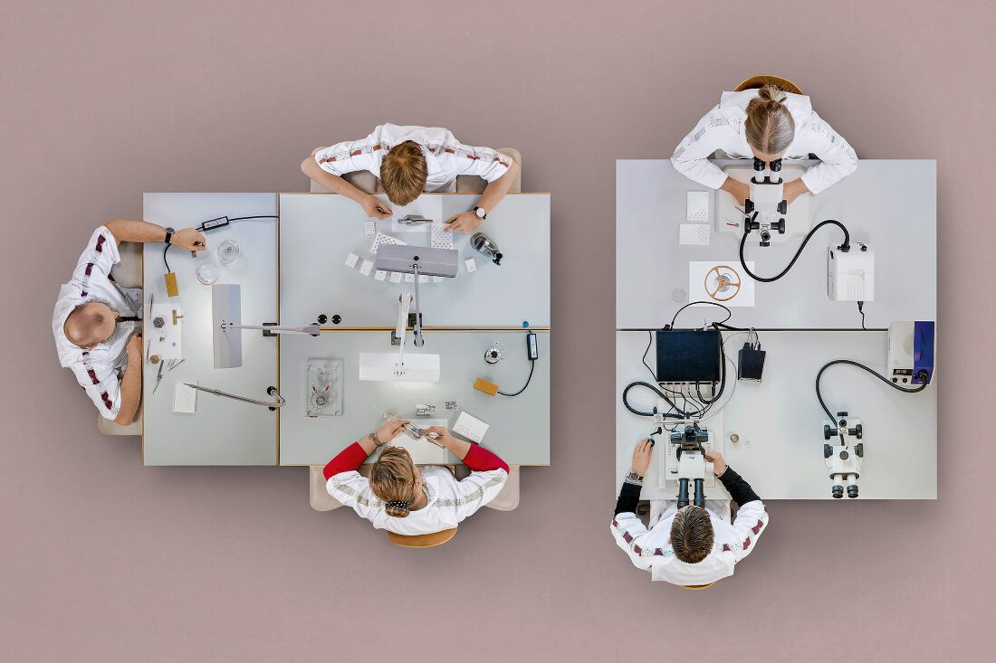 06_nomos_workshops_from_above_assembly_swing_system
