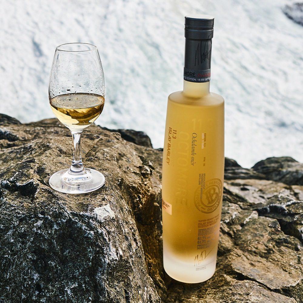 Os 3 melhores whiskies escoceses esfumados para beber neste inverno 2