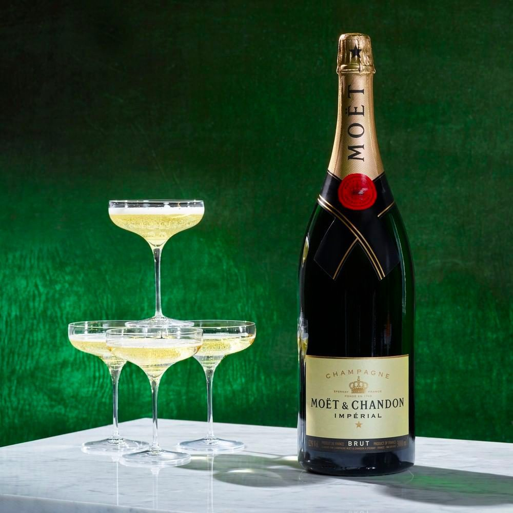 The Best Cocktails & Wines For Every Christmas Occasion
